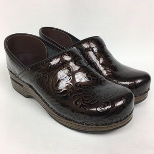 Dansko Sz 6/37 Brown Patent Leather Clogs